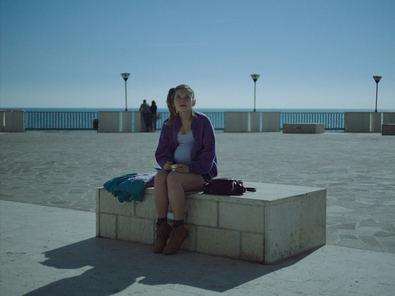 En este deslumbrante debut cinematográfico Sironi hace gala de un estilo elegante y minimalista para crear un relato indeleble. Paternidad, soledad, gestación subrogada, amor, paso a la madurez son algunos de los temas que aborda esta evocadora película.