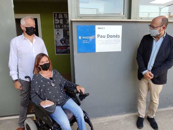 El concejal José Fernández ha inugurado dos nuevos locales que llevan el nombre de dos grandes músicos fallecidos en 2020: Pau Donés y Luis Eduardo Aute.