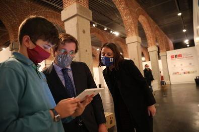 El alcalde de Madrid, José Luis Martínez-Almeida, acompañado por la delegada del Área de Cultura, Turismo y Deporte, Andrea Levy, ha inaugurado el Salón del Libro Infantil y Juvenil.
