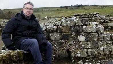 El escritor viaja hasta el Muro de Adriano para presentar 'Y Julia retó a los dioses', la novela con la que pone punto final a la historia de la emperatriz romana que le dio el Premio Planeta.