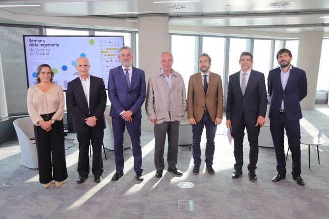 El encuentro, que ha sido moderado por Jorge Serrano, director técnico de DCN, ha reunido a representantes de las Administraciones y empresas públicas implicadas en Madrid Nuevo Norte, situando en el mismo foro de debate a representantes de la Comunidad de Madrid y el Ayuntamiento de la capital, así como del Consorcio Regional de Transportes de Madrid , el Canal de Isabel II, la Empresa Municipal de Transportes de Madrid (EMT) y el gestor ferroviario Adif.
