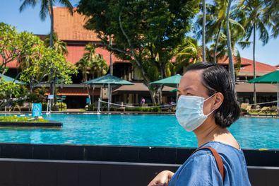 Como espacio abierto, los ciudadanos 'pueden estar en una piscina sin mascarilla, guardando el metro y medio de distanciamiento social'.