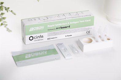 La Comunidad de Madrid ha publicado este miércoles un documento que recoge los pasos a seguir tras haberse realizado un test de autodiagnóstico sobre la COVID19, cuya venta ya ha sido autorizada en farmacias.