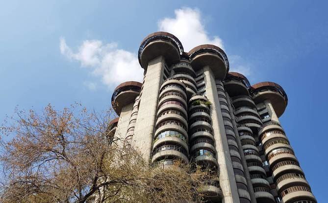 La ciudad de Madrid, en cuya Escuela de Arquitectura dejó una huella profunda como maestro de varias generaciones, le debe dos de sus iconos más representativos: el edificio de Torres Blancas y el del Banco de Bilbao.