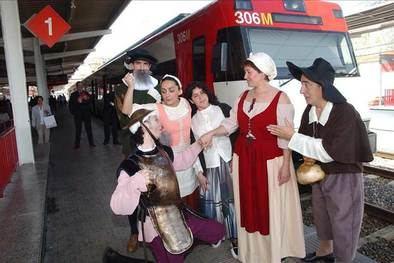 El Tren de Cervantes retoma la circulación esta temporada manteniendo la promoción de otros años: por la compra de dos billetes de adulto sale gratis un billete de niño.