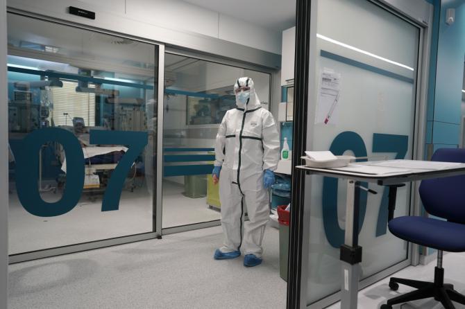 El hospital Ramón y Cajal renueva y amplía en 24 puestos su UCI con tecnología puntera