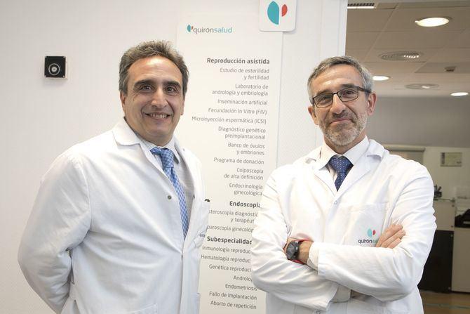 En la imagen superior, de izquierda a derecha, los Dres. Daniel Ordóñez y Alberto García Enguídanos, responsables del equipo de la Unidad de Reproducción Asistida del complejo hospitalario Rúber Juan Bravo.
