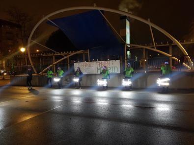 El concejal de Más Madrid reclamaba el fin 'de los madrileños de primera y de segunda', minutos antes de inaugurar el iluminado vecinal en la Plaza de la Asociación, 'más humano y sincero'.
