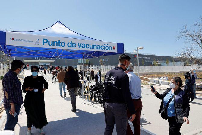 Aparte de fecha y hora, pueden elegir entre dos puntos de vacunación: el estadio Wanda Metropolitano y el WiZink Center, ambos coordinados por el SUMMA112.