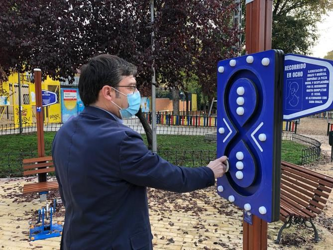 Se ha llevado a cabo la renovación total de la pavimentación y se ha instalado nuevo mobiliario urbano, con juegos infantiles y elementos de ejercicio para adultos.