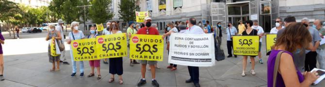 Vecinos de la almendra central piden a Almeida el cierre inmediato de las terrazas que incumplen la normativa