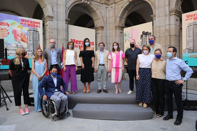 El alcalde de Madrid, José Luis Martínez-Almeida, ha presentado la edición número 37 de Veranos de la Villa, junto a la delegada de Cultura, Turismo y Deporte, Andrea Levy, y el director del festival, Ángel Murcia.