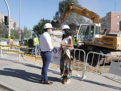 La vicealcaldesa ha anunciado la creación de esta oficina durante una visita de comprobación, junto con el delegado de Desarrollo Urbano, Mariano Fuentes, de los trabajos de demolición de una casa en la carretera de Carabanchel, en el distrito de Latina.