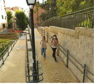 La concejala del distrito, Loreto Sordo, ha visitado las nuevas rampas que han contado con una inversión de 260.000 euros.