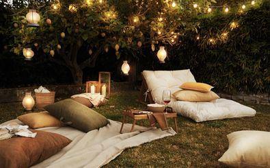 Este verano, Zara Home nos propone montar un cine al aire libre con el mejor estilo de la firma del grupo Inditex.