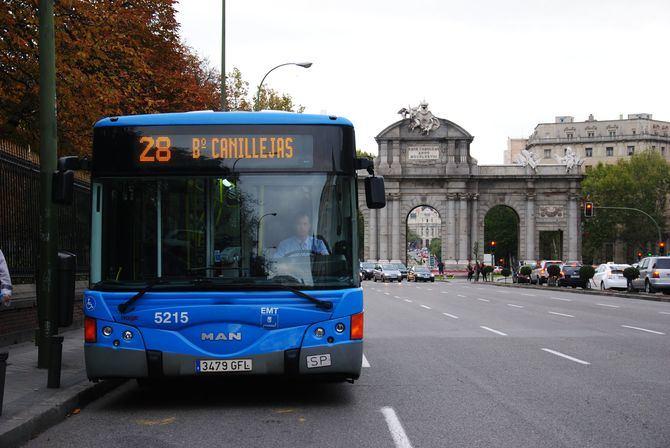 Durante la primera quincena de septiembre, viajar de 7.00 h a 9.00h, en cualquiera de las líneas diurnas de autobús de la EMT, será gratuito. Además, se pone en marcha el nuevo título TransBUS que permite, por 1,80 euros y durante una hora, realizar transbordos en líneas de la empresa municipal.