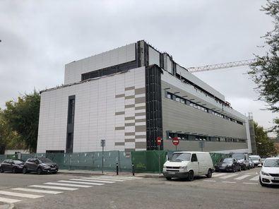El diseño lo han llevado a cabo arquitectos de la EMVS, que durante la vista han explicado los detalles técnicos de la nueva biblioteca.