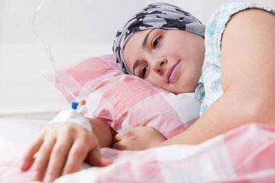 Las personas que padecen o han padecido algún tipo de cáncer (cáncer de mama, pulmón, colon, próstata, etc), deberían ser evaluados por un dermatólogo.
