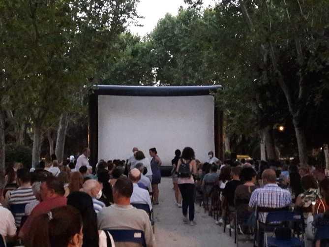 El cine al aire libre del parque Eva Duarte.