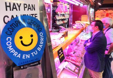 El concejal Álvaro González participó en la campaña Compra en tu barrio, compra seguro