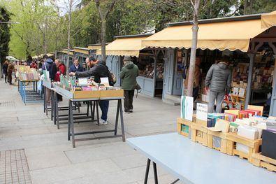 """Esta iniciativa celebrará el Día de las Librerías, que tendrá lugar el viernes, día 13, para apoyar al sector. Así, los escritores y artistas recibirán a los lectores en varias casetas para recomendarles diferentes lecturas. La delegada de Cultura, Andrea Levy, anima a los madrileños a que aprovechen esta oportunidad única """"para descubrir este espacio mágico en el centro de Madrid""""."""