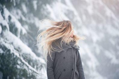 Durante los meses de invierno, la tarea de cuidar el cabello se vuelve tan importante como en otras estaciones del año, ya que el pelo se encuentra más expuesto debido a los cambios constantes de temperatura, el frío, la humedad o el viento.