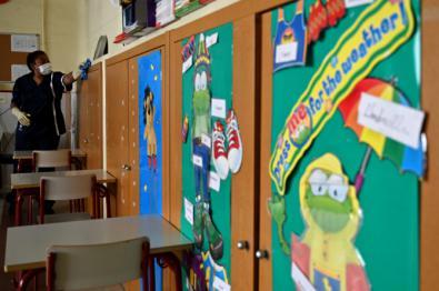 Los colegios de Retiro incorporan una persona de limpieza permanente en el centro para su desinfección