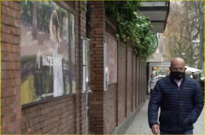 Fidel Verdugo es propietario de una de las tabernas clásicas de la calle de Ponzano, en el distrito de Chamberí, y relata cómo era su barrio y cómo ha cambiado.
