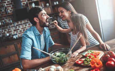 El aumento de peso y la pérdida de hábitos alimenticios saludables, así como el abandono del ejercicio físico son algunas de las problemáticas a las que nos enfrentamos.