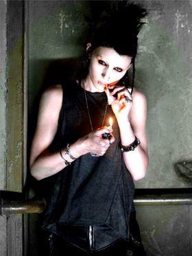 Lisbeth Salander, el personaje creado por Stieg Larsson en la saga 'Millennium', se ha convertido en la gran heroína del siglo XXI y ha hecho vibrar de emoción hasta al mismísimo Vargas Llosa.