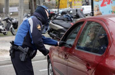 La Policía multará a quien no presente certificado de empresa para justificar los desplazamientos.