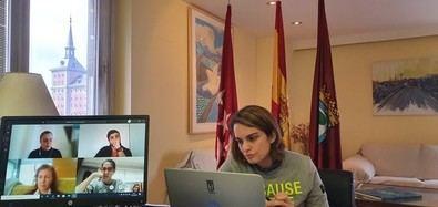 La concejala de Moncloa Aravaca, Loreto Sordo, celebró Junta de Portavoces por videoconferencia.