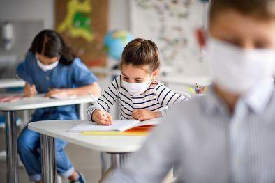 Las medidas de prevención e higiene se centran en la limitación de contactos manteniendo una distancia interpersonal de 1,5 metros, la higiene de manos y respiratoria, la ventilación frecuente de los espacios y la limpieza del centro. Además, los niños tendrán que llevar mascarilla a partir de seis años.