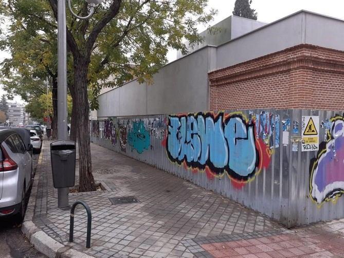 Estado actual del muro de la escuela infantil.