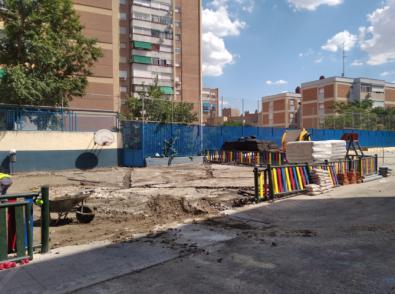 Obras en el patio del colegio Leopoldo Alas.
