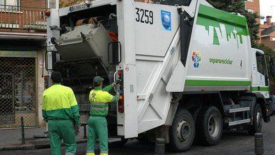 Se inicia la retirada de cinco días de basura