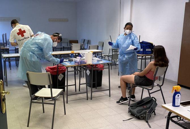 Este lunes han comenzado realizarse los test antigénicos en el complejo educativo Ciudad Escolar-San Fernando, en el distrito de Fuencarral-El Pardo.