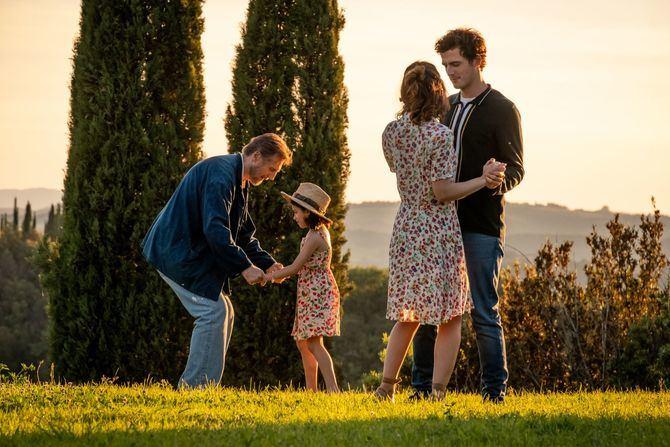 Dulce y sentimental, en 'Una villa en la Toscana' Neeson hace brillar a su personaje con su entrega y su ágil ritmo cómico.