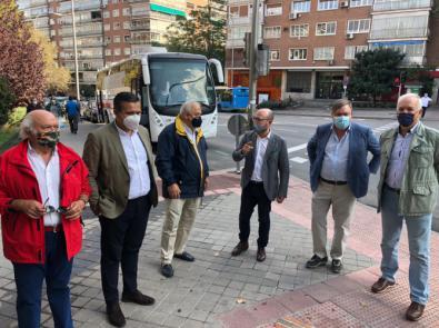 Los vecinos de Parque de las Avenidas recorrieron el barrio con representantes del PP de Salamanca.