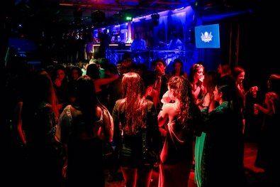 Los empresarios madrileños del sector de ocio nocturno han recibido 'con gran satisfacción' la nueva flexibilización de las medidas en discotecas, clubes y locales, donde se podrá bailar desde esta misma noche.