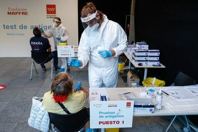 La Comunidad de Madrid ha puesto en marcha en el WiZink Center un nuevo punto de test de antígenos con carácter gratuito y dirigido a la población en general.
